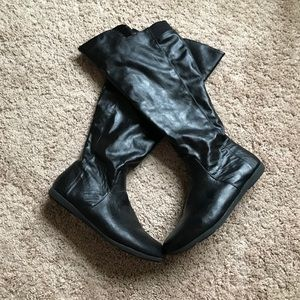 Leatherette slouchy boots